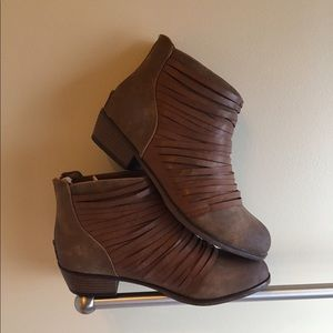 NWT Pierre Dumas Brown Faux Leather Booties